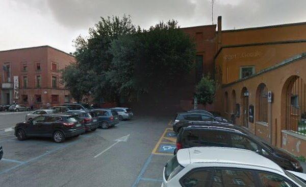 12. Parcheggio Piazzetta Previati.