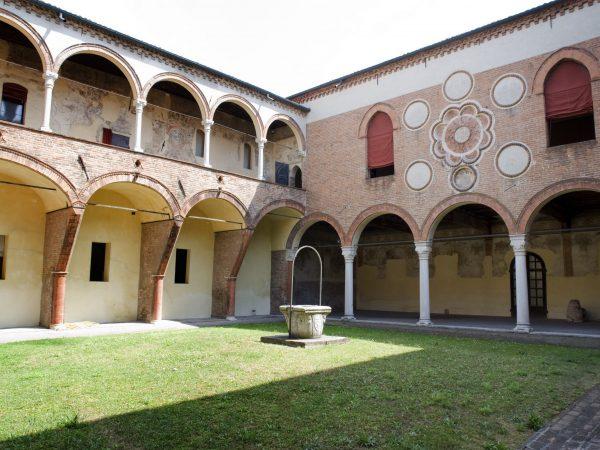 21. Casa Romei.