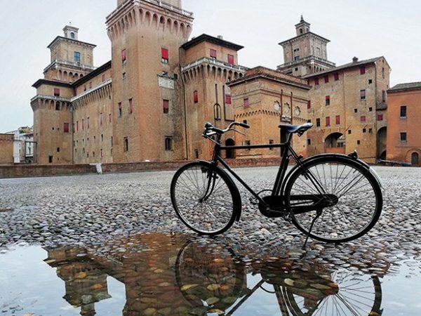 26. Il Castello Estense e la bicicletta